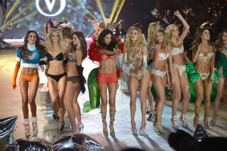 victoria-secret-fashion-show-group
