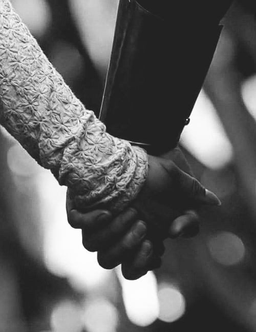 thehistoryofever_holding_hands
